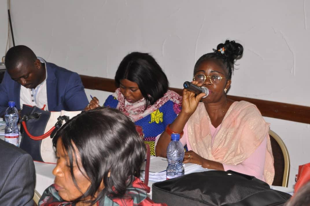 Rachel MINANGA representing the Farmers' Organizations of Kwilu, Kwango and Mai-Ndombe (FOPAKKM) contributing to the discussions. Photo© Pacifique MUKUBITO/CONAREF