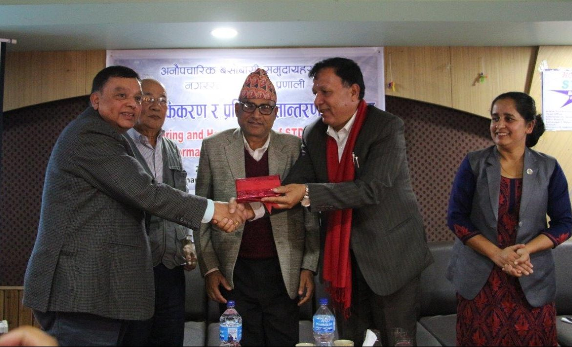 Mr Chhatkuli handing over the LIMS results to Mayor Mr Ban. Photo: Lumanti/Ananta Bajracharya