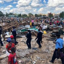 Police at the scene to supervise demolitions at Kariobangi Sewage estate in Kariobangi North (Nairobi, Kenya) on May 4, 2020. Photo: citizentv.co.ke